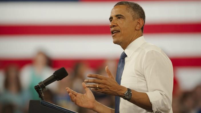 Obama speaks at middle school in Mooresville, North Carolina