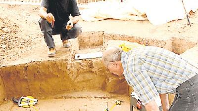 Ausgrabungen: Erhalten bis in die Zehen: Steinzeitmenschen, 4500 Jahre alt.