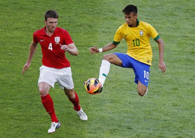 Brazil's Neymar tries to control the ball next to England's Carrick during their international friendly soccer match at the Maracana Stadium in Rio de Janeiro