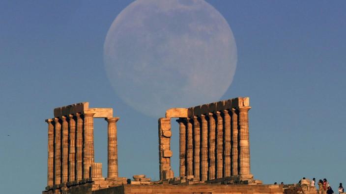 Super-Mond erhellt den Nachthimmel