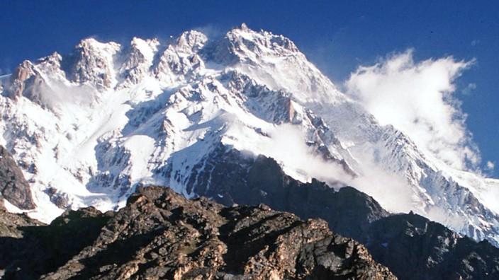 Taliban bezeichnen Anschlag auf Bergsteiger am Nanga Parbat in Pakistan als Rache für Drohenangriff der USA an Wali ur Rehman
