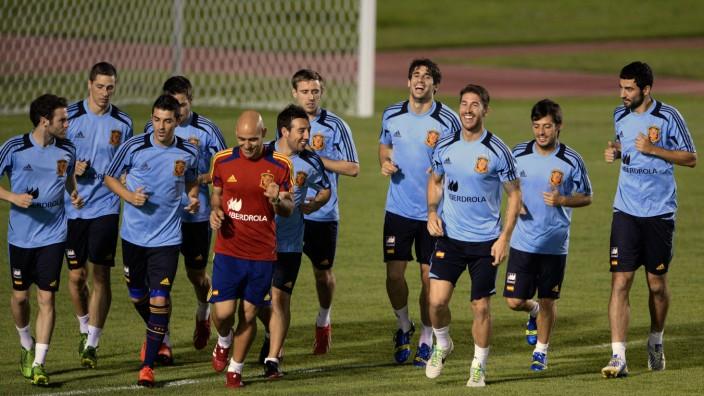 Spanien beim Confed-Cup: Strip-Poker im Teamhotel? Seltsame Nachrichten dringen von der spanischen Nationalmannschaft nach Außen.