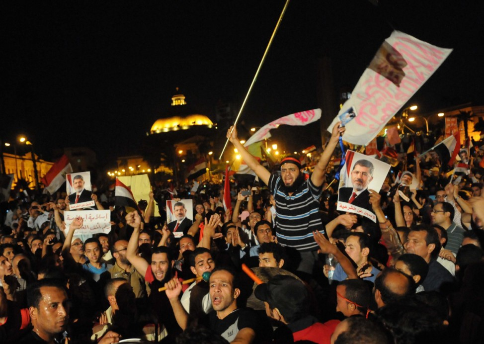 Islamists supporters of President Morsi rally in Cairo