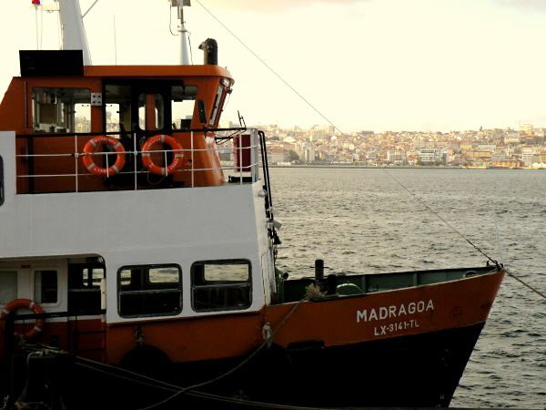 Lissabon Spotted by Locals Cacilheiro Boote