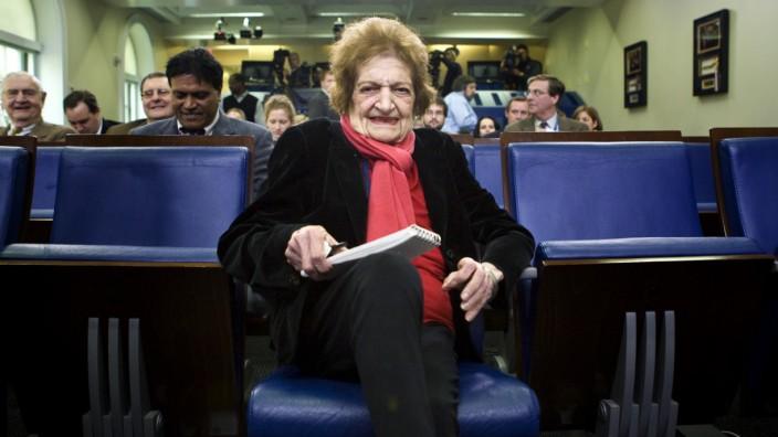 Journalistin Helen Thomas auf ihrem Platz in der ersten Reihe