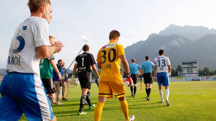 SV Grödig in Österreich: Platz mit Alpenpanorama: Der SV Grödig spielt nun in Österreichs Bundesliga.