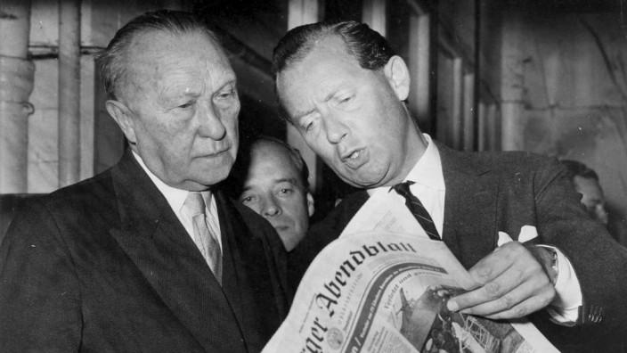 Verleger Axel Springer zusammen mit Konrad Adenauer
