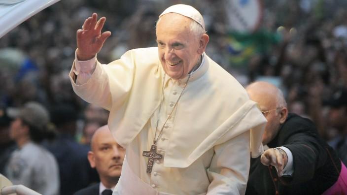 Papst Franziskus in Brasilien bei erster Auslandsreise bejubelt