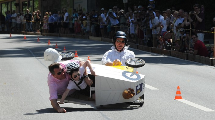 Josef Schmid und Sohn kippten auf der Rennstrecke um.