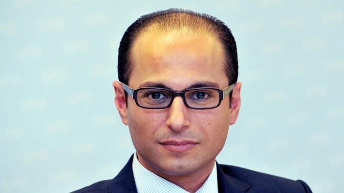 Ude stellt Al-Khatib als Mitglied des Beraterteams vor