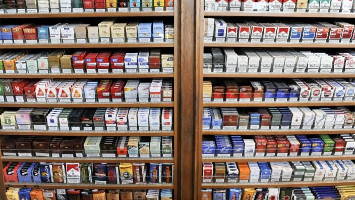 Zigaretten im Zigarrenladen Zechbauer in München, 2011