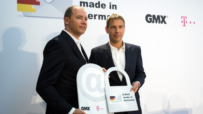 United-Internet-Chef Dommermuth und Telekom-Chef Obermann präsentieren E-Mail made in Germany