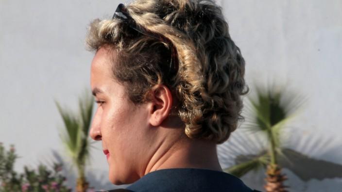 Amina Sbouï bei ihrer vorübergehenden Freilassung aus einem tunesischen Gefängnis.