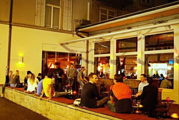 Spotted by Locals Zürich Schweiz Pur Pur Restaurant Bar Städtereise Städtetipps
