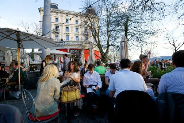 Spotted by Locals Zürich Terrasse Café Schweiz Städtereise Städtetipps
