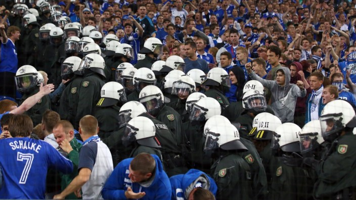 FC Schalke 04 v PAOK Saloniki - UEFA Champions League Play-offs: First Leg