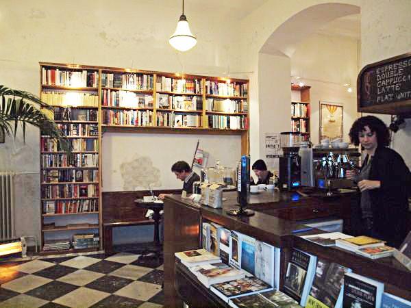 Budapest Städtereise Städtetipps Spotted by Locals Budapest Ungarn Massolit Café Buchladen