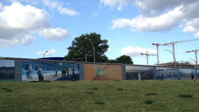 """Ausstellung """"Wall on Wall"""" von Kai Wiedenhöfer an der Berliner Mauer"""