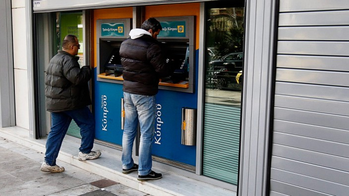 Cash Withdrawals from Cypriot banks following Cyprus bailout deal