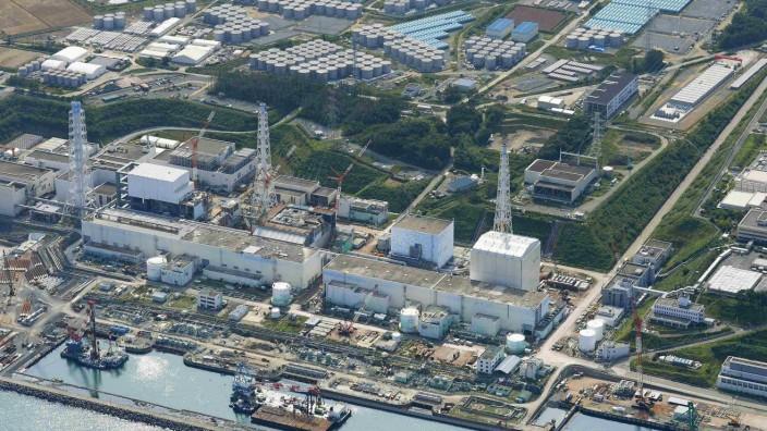 Fukushima-1 besteht aus sechs Reaktorblöcken, von denen vier 2011 zerstört wurden. Aber auch die noch intakten Reaktoren sollen stillgelegt werden.