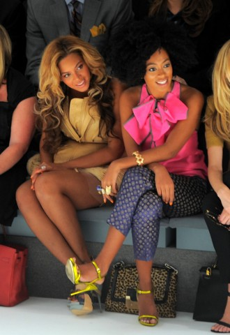 Vera Wang - Front Row - Spring 2012 Mercedes-Benz Fashion Week; Beyonce und Solange Knowles