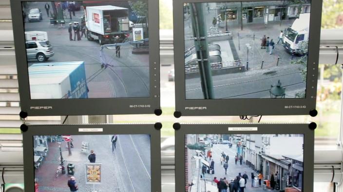 Monitore zur Viedeoüberwachung der Altstadt von Düsseldorf, 2005
