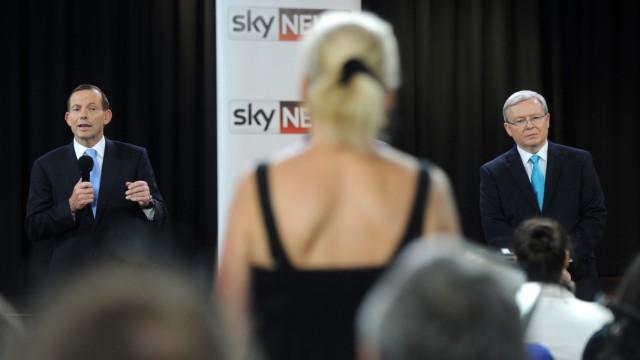 Kontinent vor dem Machtwechsel: Premierminister Kevin Rudd (rechts) und sein Herausforderer Tony Abbott beim TV-Duell Ende August in Sydney.