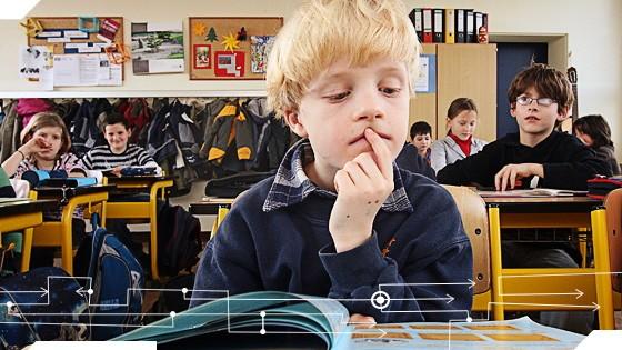 Lesen in der Schule: Computer sind schuld an der Lesefaulheit vieler Jungen, findet zumindest Buchautor Friedrich Denk.