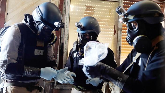 Chemiewaffen-Experten der Vereinten Nationen bei einem Einsatz in der Nähe der syrischen Hauptstadt Damaskus.