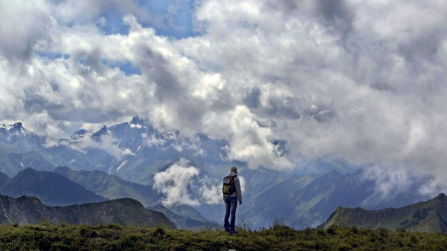 Bergwandern in Wolken