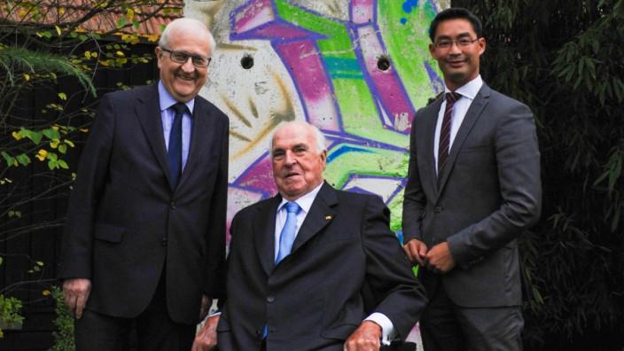 Brüderle und Rösler besuchen Helmut Kohl in Ludwigshafen