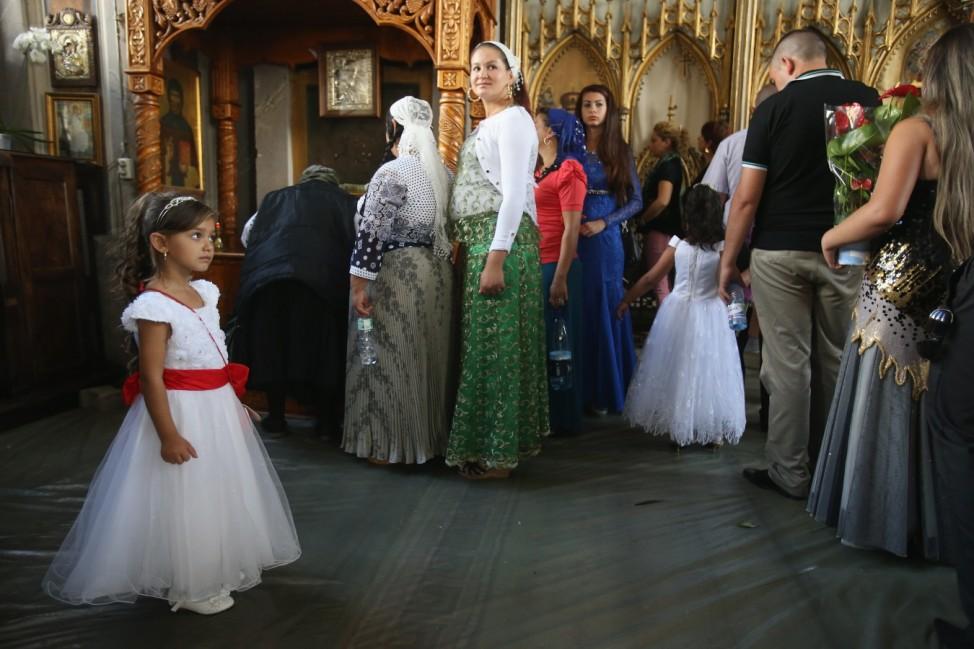 Kalderash Roma Gather For Annual Fest At Bistrita Monastery