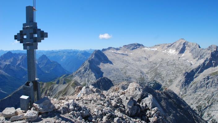 Blick vom Hochwanner auf die Zugspitze
