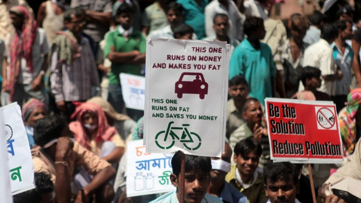 INDIA BICYCLE PROTEST