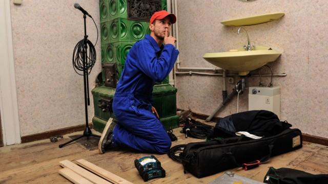 Neuer Job: Mehmet Scholl als Hausmeister.