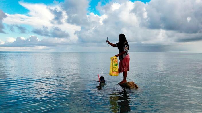 Manche Nationen könnten durch den Klimawandel schon bald unbewohnbar werden: Fischer im pazifischen Inselstaat Kiribati.