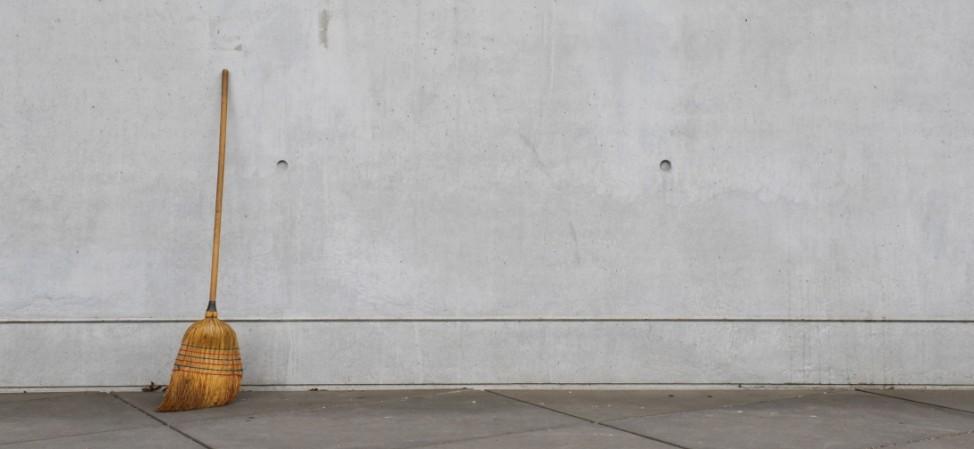 Besen Hauswand Pinakothek der Moderne