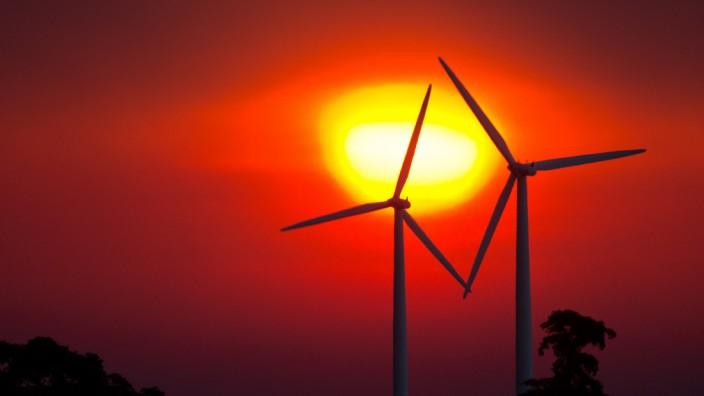 Windrad bei Sonnenaufgang