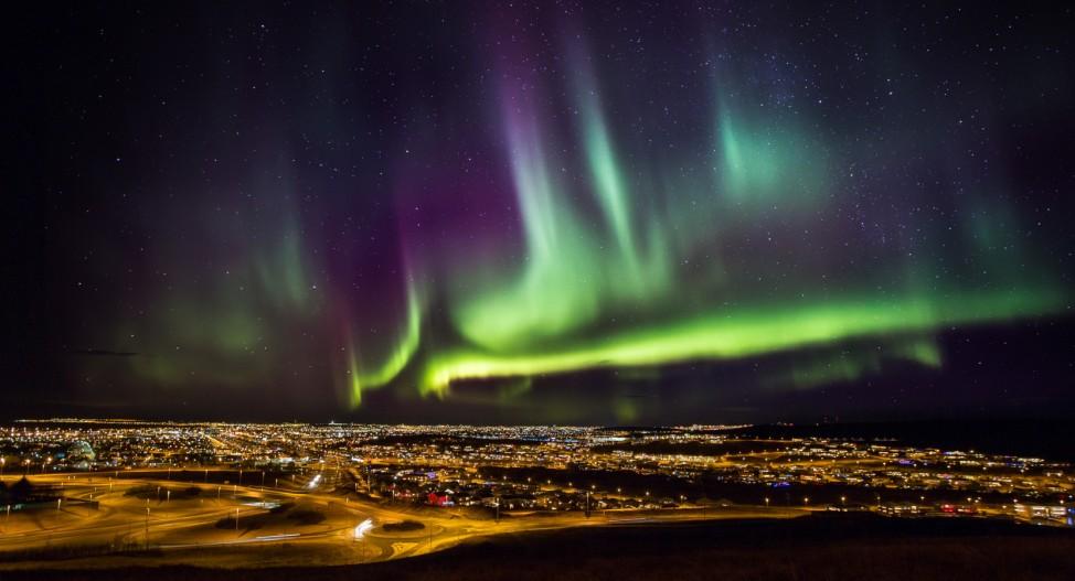 Polarlicht über Reykjavik Island