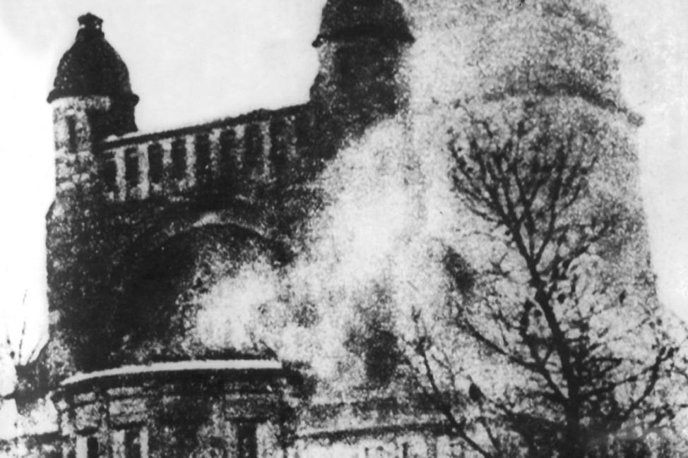 Brennende Synagoge in der 'Reichskristallnacht' in Berlin,| Synagogue burning during Kristallnacht, Berlin, 9. November 1938 Pogromnacht