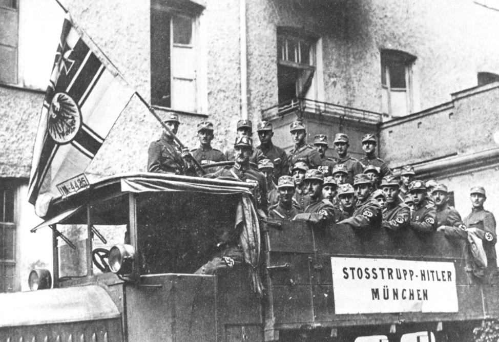 SA-Abteilung bei Vorbereitung des Hitler-Putsches 1923