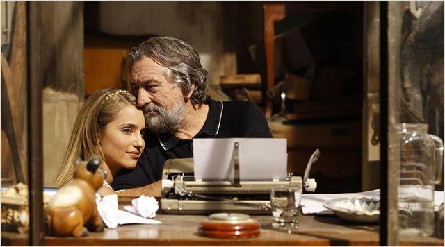 "Dianna Agron, Robert De Niro in ""Malavita"""