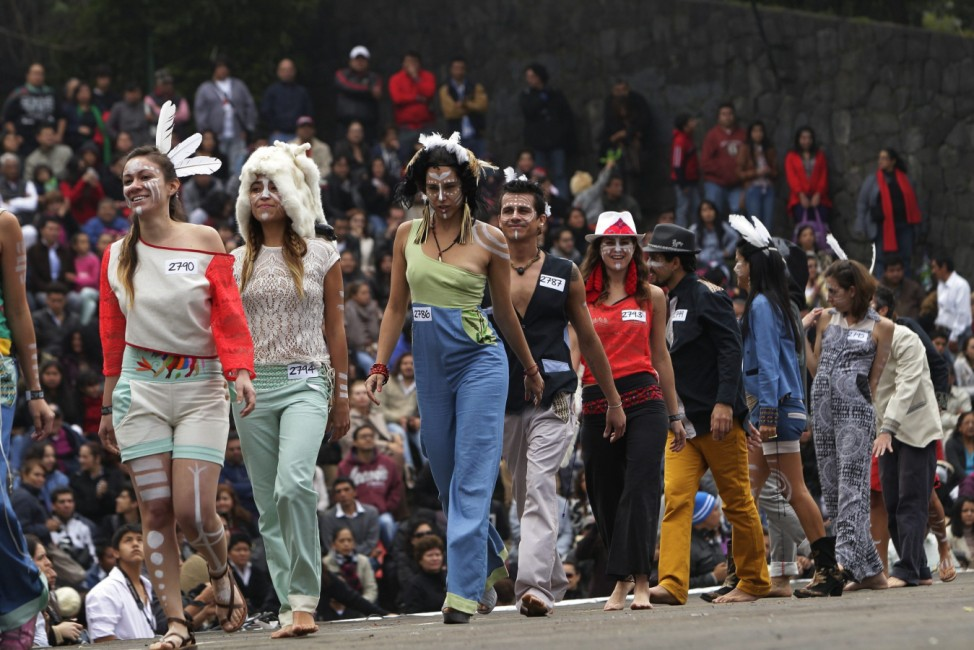 MORE THAN 3.000 PEOPLE PARTICIPATE AT AN URBAN FASHION CATWALK IN