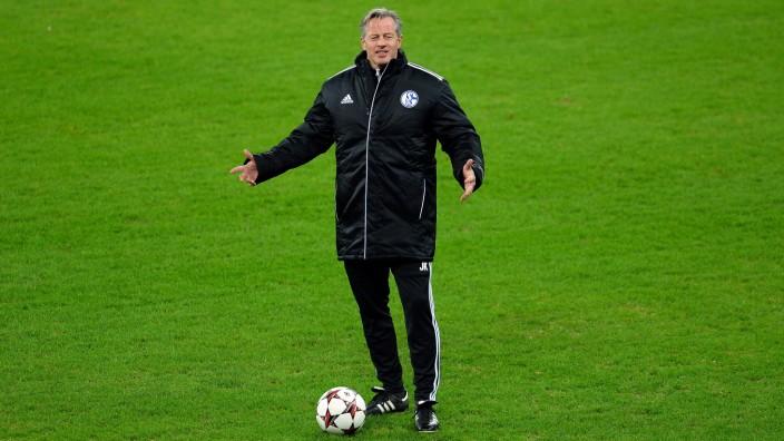 Training & Press Conference - Schalke 04