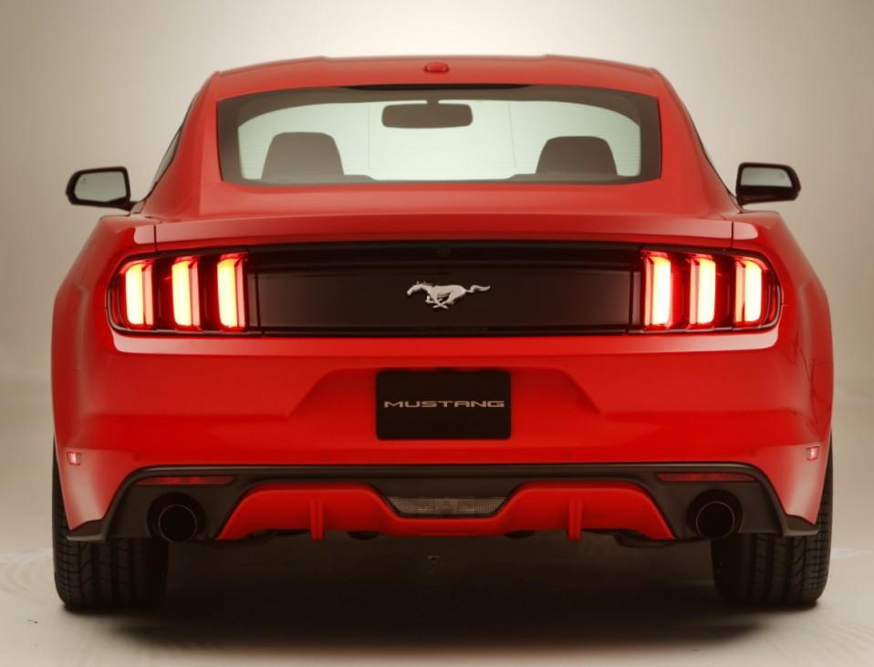 Die Front des Ford Mustang ist bulliger geworden.