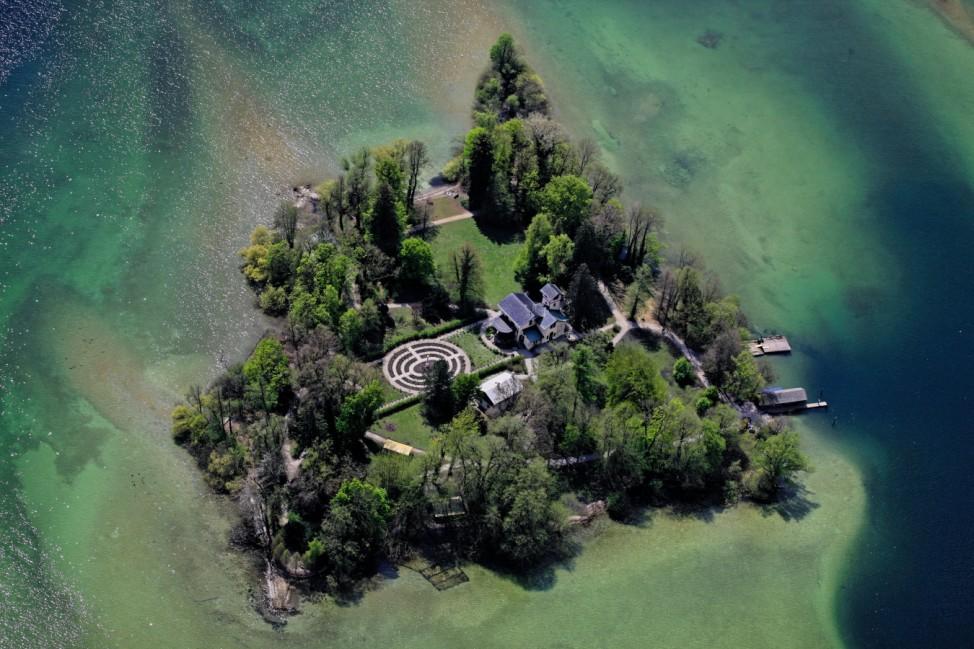 Luftaufnahme von der Roseninsel im Starnberger See; Denkmäler in Bayern
