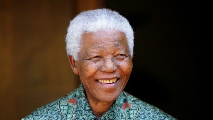 File photo of Nelson Mandela greeting photographers in Johannesburg