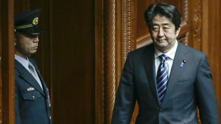 Japanese Prime Minister Shinzo Abe plans to pass secrecy bill
