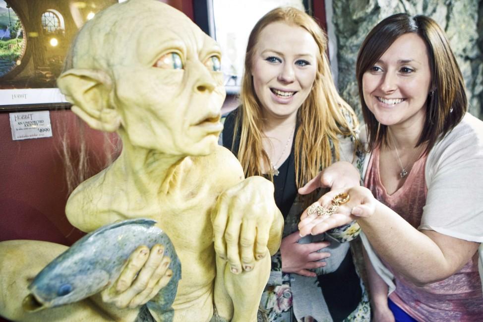 Besucher im Weta Cave Museum Wellington mit Gollum