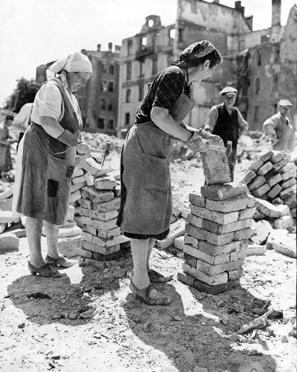 Trümmerfrauen in München im Sommer 1946
